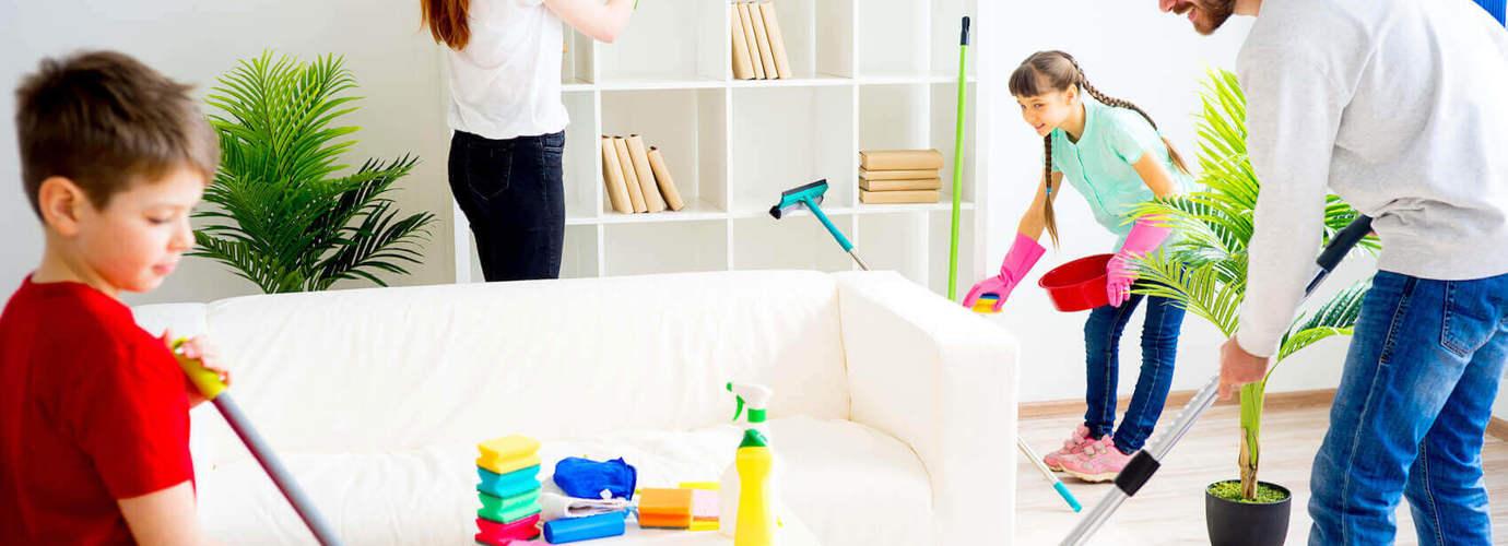 Perheen kotitöiden jakaminen kätevän kotityötaulukon avulla