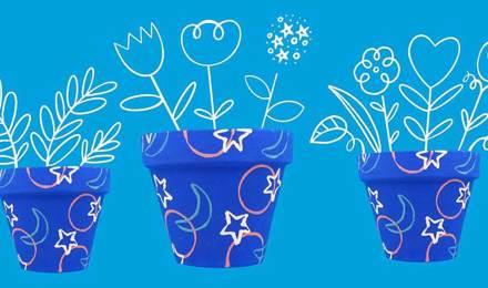 Pots de fleurs bleu décorés de fleurs et d'oiseaux dessinés